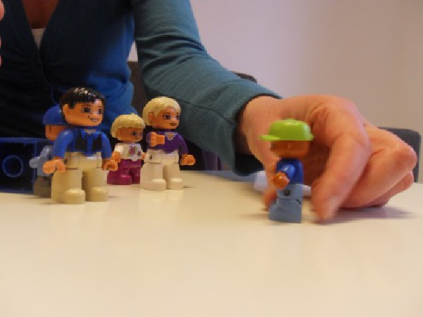 Travail avec des poupées playmobil