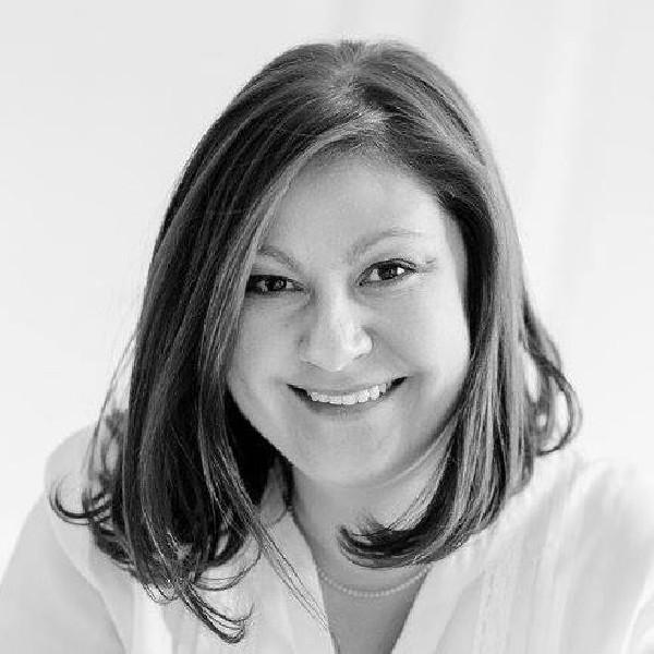 Isabelle Gillet : Anthropologue clinicienne trilingue FR/EN/PT, Coach certifiée, Formatrice et Superviseuse.